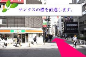 5.横断歩道を渡り、松屋とビックリ寿司の間の通りを進んで下さい。のイメージ