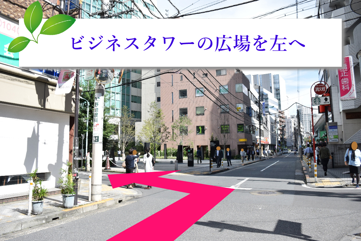 ビジネスタワーが見えたら左に曲がって下さい。松屋を過ぎてから1本目の道になります。